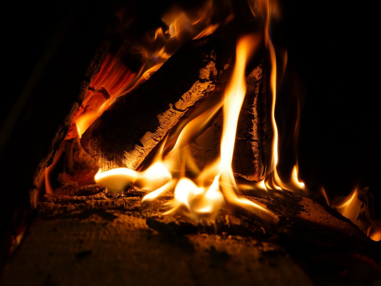 Дровяная печь возле Нижегородской ярмарки будет обогревать посетителей в холодное время