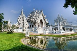 Храм Ват Ронг Кхун (Wat Rong Khun) в Тайланде